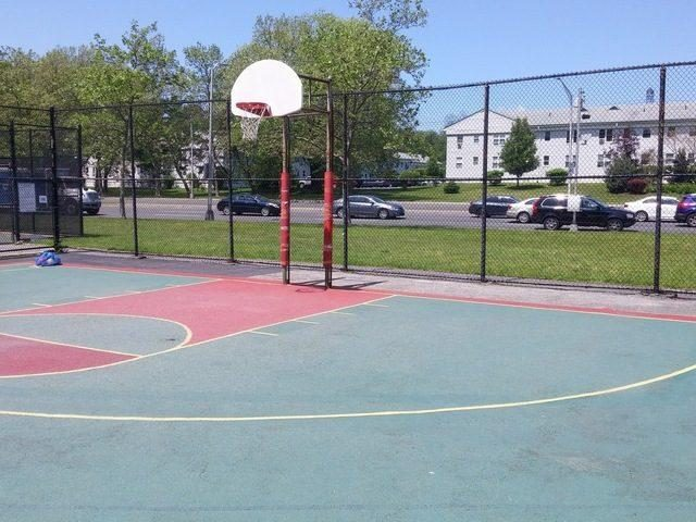 Andrus park basketball court yonkers ny outdoor for Cheapest way to make a basketball court